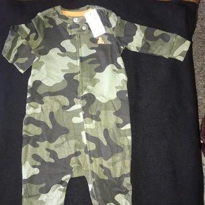 NWT BabyGap long sleeve onesie in Camo print